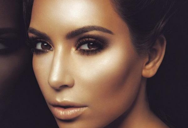 Kim Kardashian et la Banana Luxury Powder
